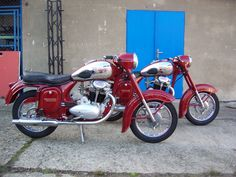 Red Motorcycle, Motorbikes, Cars, Classic, Motorcycles, Vehicles, Simply Red, Modern Kitchens, Bike Stuff