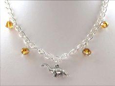 Dinosaurier-Halskette mit gelber farbige Perlen an einer von FMoush