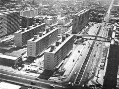 Vista aérea de la vivienda en construcción, Unidad Habitacional Nonoalco-Tlatelolco, México DF 1964   Arqs. Mario Pani y Luis Ramos  -  Aerial view of housing under construction, City Housing, Nonoalco-Tlatelolco, Mexico City 1964