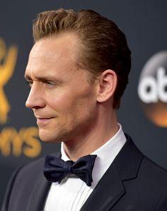Tom Hiddleston on the Red Carpet at the Emmy's 2016 https://twitter.com/hiddlestigress/status/777663502882185216