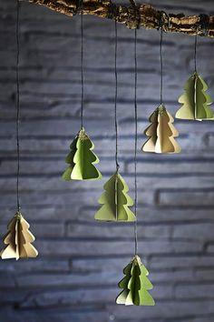 Video: Sådan laver du smukke, glimtende juletræer | ISABELLAS Winter Crafts For Kids, Kids Crafts, Crafts To Make, Easy Christmas Decorations, Felt Christmas Ornaments, Simple Christmas, Christmas Diy, Alphabet Photography, Snowflake Craft