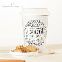 Haz de este momento tu gran momento. Taza Take Away cerámica sólo en www.shop.thegreatmoustache.com