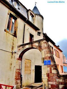 Luxeuil-les-Bains: Casa con torretta ( © Jean Espirat ) - France-Voyage.com