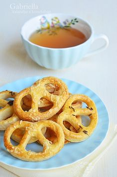 Onion Rings, Pretzel, Cheddar, Waffles, Healthy Recipes, Snacks, Breakfast, Ethnic Recipes, Easter