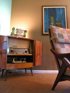 Decorar con Radios Antiguas http://www.icono-interiorismo.blogspot.com.es/2015/06/decorar-con-radios-antiguas.html