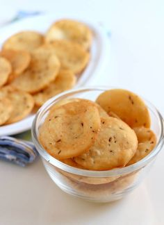 Farsi Puri Recipe, Crispy Gujarati Farsi Poori for Diwali - WeRecipes Dry Snacks, Savory Snacks, Yummy Snacks, Snack Recipes, Cooking Recipes, Yummy Food, Cooking Tips, Savoury Dishes, Puri Recipes