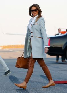 Business Professional Attire, Business Outfits Women, Business Women, Stylish Work Outfits, Winter Outfits For Work, Cool Outfits, Melania Trump Shoes, Trump Melania, Melanie Trump
