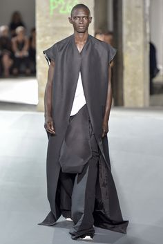 Visions of the Future // Rick Owens Dark Fashion, Unique Fashion, Mens Fashion, Fashion Design, Rick Owens Men, Apocalyptic Fashion, Vogue Men, Well Dressed, Fashion News