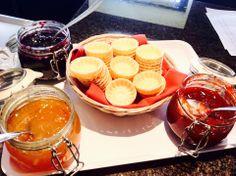 Al @HOTELSANPAOLOTO ogni mattina al buffet delle #colazioni si fa sempre più dura la scelta.Quale marmellata? via @Varner Ferrato Hotel Breakfast, Did You Eat, Recipe Of The Day, Punch Bowls, Buffet, Meals, Healthy, Meal, Buffets