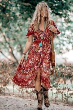 That fabulous red dress bohemian style that has got everybody talking - hippie style Red Boho Dress, Bohemian Style Dresses, Gypsy Style, Boho Outfits, Hippie Style, Bohemian Clothing, Boho Style, Bohemian Outfit, Country Chic Outfits