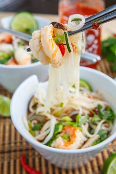 Tom Yum Goong Soup (Thai Hot and Sour Shrimp Soup) Recipe : A light, and tasty Thai style hot and sour soup with plump and juicy shrimp! Tom Yum Noodle Soup, Tom Yum Noodles, Thai Noodle Soups, Shrimp Soup, Seafood Soup, Shrimp Noodles, Ramen Noodles, Fish Soup Recipe Mexican, Mexican Seafood