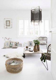 Looking for a Photos Interieur Maison Blanche. We have Photos Interieur Maison Blanche and the other about Maison Interieur it free. Home Interior, Interior Decorating, Decorating Ideas, Natural Interior, Decor Ideas, Living Room Decor, Living Spaces, Turbulence Deco, Ideas Hogar