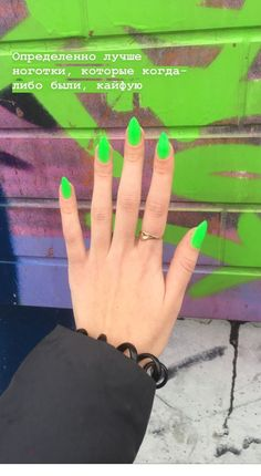 Neon green nails - Miladies.net