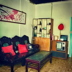 Image result for 台灣 舊房子 Entryway, Furniture, Home Decor, Entrance, Decoration Home, Room Decor, Mudroom, Home Furnishings, Arbors