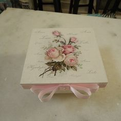 Caixa sabonete floral decorado Floral, Tableware, Custom Products, Custom Crates, Vintage Pictures, Mother's Day, Dinnerware, Flowers, Tablewares