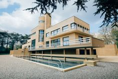Architecture Bauhaus, Concept Architecture, Architecture Design, Futuristic Lighting, Futuristic Home, Beautiful Buildings, Beautiful Homes, Conception Villa, Deco France