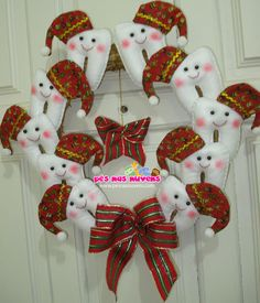Guirlanda Natalina de Dentinhos Dentinhos com gorro de Papai Noel, laços, tudo em uma guirlanda linda! Confira mais!!