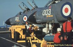Bombheads working on 892 Phantoms on Ark Royal @ Mark Taylor Navy Aircraft, Aircraft Photos, Ww2 Aircraft, Military Jets, Military Aircraft, British Aircraft Carrier, Hms Ark Royal, F4 Phantom, Navy Day