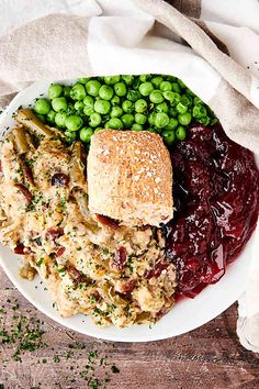 Crockpot Chicken and Stuffing - Boxed Stuffing and Frozen Green Beans Best Chicken Recipes, Top Recipes, Easy Recipes, Slow Cooker Recipes, Crockpot Recipes, Frozen Green Beans, Thanksgiving Meal, Holiday Side Dishes, Most Delicious Recipe