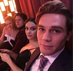 The guys together ☺️ KJ Apa (Archie) ,Camilia Mendes (Veronica), Cole Sprouse (Jughead) and Lili Reinhart (Betty)