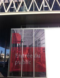 Façade du bâtiment avec signalétique.   Photo: Archives nationales, pôle image 2013  © Archives nationales, France Archives Nationales, Public, 2013, Facade, France, Building Facade, Facades, French
