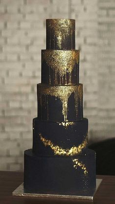 wedding cakes black Wedding cakesare an iconic part of a big-day reception.Theres nothing like a beautiful wedding cake, that looks almost too pretty to cut into. Black And Gold Cake, White And Gold Wedding Cake, Pretty Wedding Cakes, Black Wedding Cakes, Gold Wedding Theme, Wedding Cake Stands, Fall Wedding Cakes, Wedding Cake Designs, Black And Gold Birthday Cake