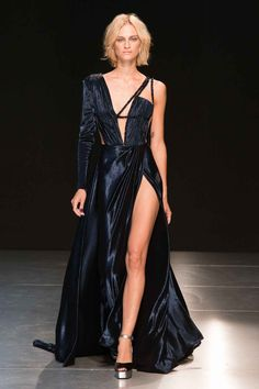 There is something both romantic and sophisticated in the mysterious woman of Georges Chakra's Fall-Winter 2017/2018 Haute Couture collection. The colors are dark and deep, the lines either sharp and geometric or curved and voluptuous. Intricate folds, transparencies and glittery beads imbue the collection with luxury ✨   ᘡℓvᘠ❤ﻸ•·˙❤•·˙ﻸ❤□☆□ ❉ღ // ✧彡☀️● ⊱❊⊰✦❁ ❀ ‿ ❀ ·✳︎· ☘‿FR NOV 17 2017‿☘ ✨ ✤ ॐ ♕ ♚ εїз ⚜ ✧❦♥⭐♢❃ ♦•● ♡●•❊☘ нανє α ηι¢є ∂αу ☘❊ ღ 彡✦ ❁ ༺✿༻✨ ♥ ♫ ~*~♆❤ ✨ gυяυ ✤ॐ ✧⚜✧ ☽☾♪♕✫ ❁ ✦●❁↠ ஜℓvஜ
