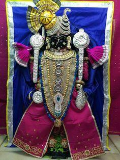 Krishna Temple, Lord Krishna, Jai Shree Krishna, Radhe Krishna, Krishna Photos, Art Pics, Diamond Jewellery, 4th Of July Wreath, Flute