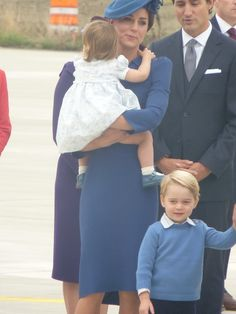 """Rebecca English on Twitter: """"Princess Charlotte happy to hang onto mummy while brother George walked #RoyalVisitCanada Kate in Locke and Co hat."""