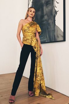 Rosie Huntington-Whiteley fashion and beauty: asymmetric top : Rosie Huntington-Whiteley fashion and beauty: asymmetric top Top Models, Modest Fashion, Fashion Dresses, Ysl, Gucci Gown, Merian, Rosie Huntington Whiteley, Instagram Outfits, Asymmetrical Tops