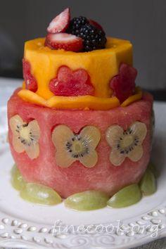 Торт из фруктов и ягод. Только фрукты и ягоды, больше ничего. Описание процесса с фотографиями вот тут http://finecook.org/266-tort-iz-fruktov-i-yagod.html  #finecook #fruit #fruits #cake #birthday #фрукты #ягоды #berry #berries #фрукт #арбуз #торт #полезно #тортик