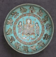 A Saljuq Mināʾi bowl with a ruler and attendants, 12th-13th centuries.