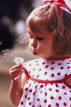 Sugar & Spice And Everything Nice, that's what little girls are made of .) / make a wish! Precious Children, Beautiful Children, Beautiful Babies, Little People, Little Ones, Little Girls, Baby Kind, Baby Love, Baby Baby