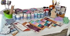 Mit den Shabby Chic Kreidefarben lassen sich sowohl Möbel im Used Look oder Vintage Stil bearbeiten als auch beliebige andere Oberflächen und Objekte.