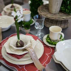 Holiday Tablesetting Inspiration... It's all about the presentation… Layer basic elements to achieve an extraordinary effect! We're in love with this mix of Skyros Designs' Isabella in Linen, Legado Glassware and the perfect pop of Red from our amazing Linho Collection placemats… Simply Exquisite!#‎christmasiscoming‬ ‪#‎holidaytable‬ ‪#‎myholidaystyle‬ #‎tablesetting‬ ‪#‎placesetting‬ ‪#‎skyrosdesigns‬ ‪#‎restylesource‬ ‪#‎weddingregistry‬ ‪#‎setthetable‬ ‪#‎christmas‬ ‪#‎holiday