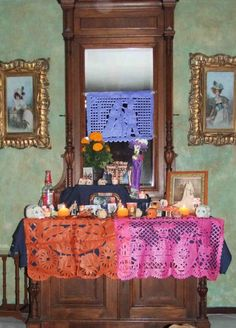 Learn how families in Mexico celebrate Día de los Muertos by creating an ofrenda (altar) for their deceased loved ones, plus see what you can do at home. Halloween Labels, Halloween Themes, Happy Halloween, Creative Thinking, Creative Kids, Samhain Halloween, All Souls Day, Day Of The Dead, Fun Projects