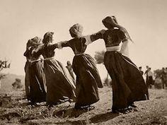 Nelly's Greek Dancing, Greek Traditional Dress, What A Country, Greek Girl, Old Greek, Greece Photography, Greek History, Greek Culture, Folk Dance