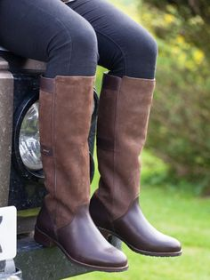 Buy Dubarry Fermoy Boots - Mahogany with FREE UK SHIPPING - The Fermoy Boot is fully Gore-Tex® lined ensuring it is waterproof and breathable. The boot is Country Boots, Country Attire, Country Outfits, Dubarry Boots, Country Lifestyle, Country Fashion, Other Woman, Outdoor Outfit, Rubber Rain Boots