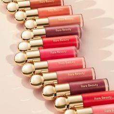 Selena Gomez, Skin Makeup, Beauty Makeup, Natural Glowy Makeup, Peach Makeup, Hydrating Lip Balm, Lip Gloss Set, Perfume, Makeup Ideas