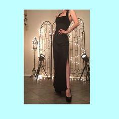 ಌஇᎶᎾᏒᎶᎬᎾus bᏞᎪᏟᏦ Zum Zum Ꮆown by Niki Livas! ಌஇ ٠★・。ಌஇ❥*☆*. Eat your heart out, Angelina.. This dress has two leg side slits!  Top part is empire waist, halter style velour!  Bottom is double layered  shiffon that moves like a dream!  Made in the U.S.A!  Size is 7/8!  ಌஇ❥ Dresses Backless