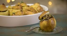 Meat stuffed quinces by the Greek chef Akis Petretzikis! A wonderful, festive recipe for quinces stuffed with ground beef, that you definitely have to try! Nutrition Chart, Nutrition Information, Quince Recipes, Juice Of One Lemon, Processed Sugar, Good Fats, Appetisers, Food Festival, Raw Food Recipes