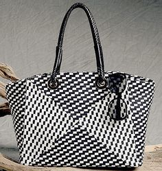 Sophisticated Tote And Handbag Sewing Pattern For Vogue Patterns By Tafa V9178 Fringed