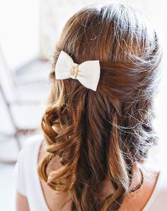 11 Seriously Chic Bridesmaid Hair Ideas for Your Non-Basic Wedding Party Bridesmaid Dresses Marsala, Cheap Bridesmaid Dresses, Bridesmaid Hair, Bridesmaids, Wedding Entrance Songs, Beauty Trends, Beauty Ideas, Fly Away Hair, Spring Wedding