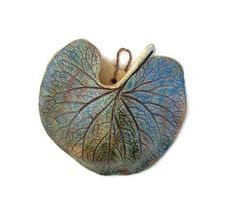 A cute little wall pocket, created from a real live leaf. Perfect for displaying plants and flowers!    My wall pocket began as a Forget-me-not leaf