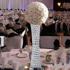 Vase Centerpieces, Centerpiece Decorations, Wedding Centerpieces, Wedding Table, Wedding Ideas, Vases Decor, Wedding Bouquets, Wedding Dresses, Crystal Vase
