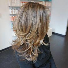 Choppy Layers for Medium Hair - Thin Hair Cuts Medium Length Hair Cuts With Layers, Thin Hair Cuts, Medium Layered Hair, Medium Hair Cuts, Choppy Layers For Long Hair, Choppy Hair, Haircuts For Medium Hair, Layered Haircuts, Shoulder Length Curly Hair