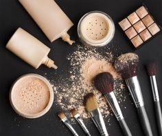 Beauty-Tipps für Frauen - Beauty Tips and Tricks Makeup Tricks, How To Clean Makeup Brushes, Makeup To Buy, Make Up Kits, Beginner Makeup Kit, Makeup For Beginners, Tips And Tricks, Diy Makeup Brush Cleaner, Lime Crime Lipstick