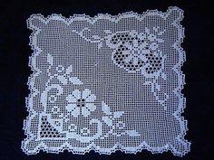 This Pin was discovered by Hac Crochet Tablecloth Pattern, Crochet Doily Diagram, Crochet Doilies, Crochet Lace, Crochet Blocks, Crochet Squares, Doily Patterns, Crochet Patterns, Crochet Carpet