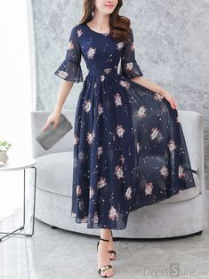 Fashion Chiffon V-Neck Flare Sleeve Print Maxi Casual Dresses - dressesstar Short Beach Dresses, Summer Dresses, Maxi Robes, Winter Mode, Maxi Dress With Sleeves, Ladies Dress Design, Dress Patterns, Blouse Designs, Fashion Dresses