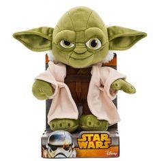 Maestro Yoda vestido de auténtico Jedi. Fabricado pensado en edades a parir de cero años. Suave como la piel de un bebé. 25cm. de altura y con licencia Disney.